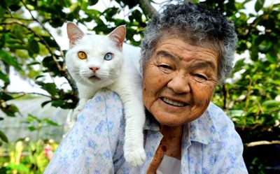 Woman and cat 2407644k